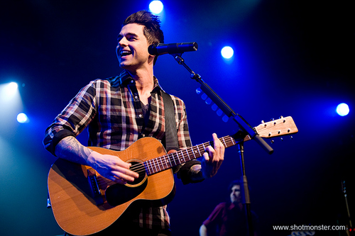 chris-carrabba-dashboard-confessional--large-msg-127077969387